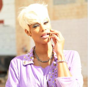 Tami-Roman-blonde-hair-photo-shoot