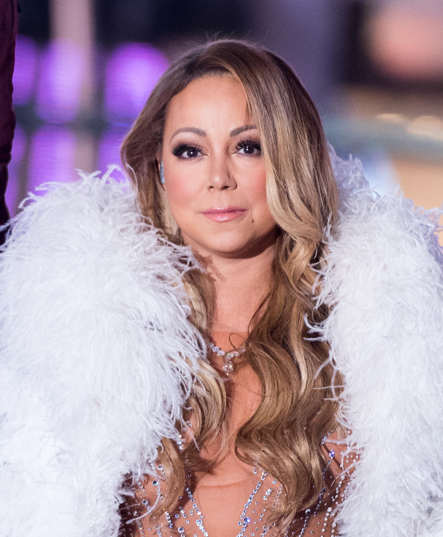 Mariah carey goes naked apologise