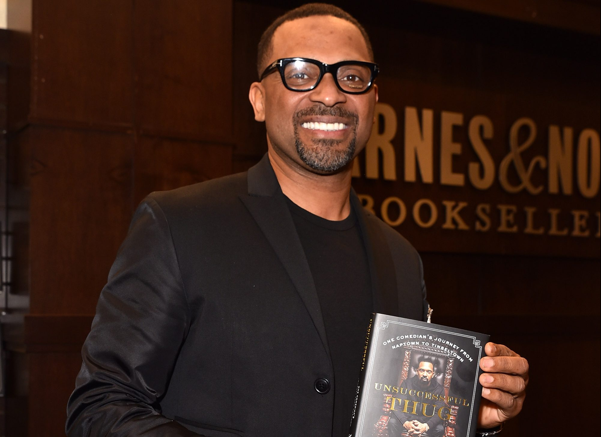 Mike Epps Signs Copies Of His New Book 'Unsuccessful Thug'
